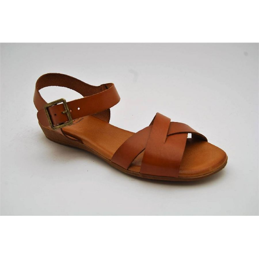 EFFORT LESS cognac sandal
